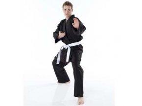 Černé kimono na karate